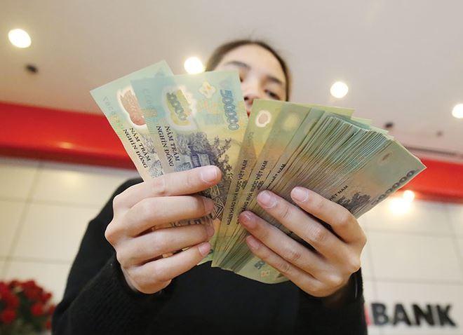 Choáng với mức thưởng Tết khủng của nhân viên ngân hàng, có người được thưởng đến 9 tháng lương - Ảnh 1.
