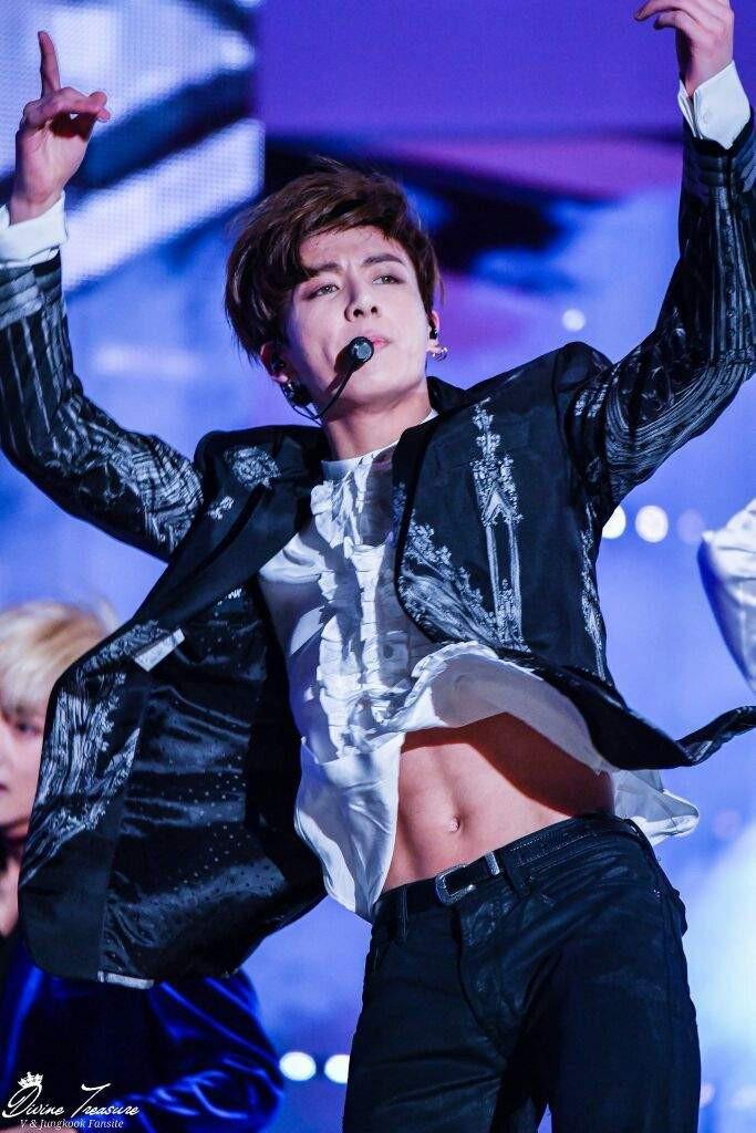 Em út BTS xưng danh gương mặt đẹp trai thứ 2 thế giới: Cực phẩm, được Billboard gọi tên vì body như thần điêu khắc - Ảnh 29.
