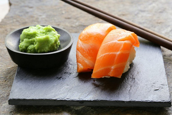 Ăn đồ Nhật bao lâu nhưng bạn có biết tại sao vị cay của wasabi lại xộc lên mũi không? - Ảnh 1.