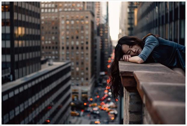 Hậu quả nghiêm trọng của việc hôm nào cũng cố thức khuya hoặc không ngủ đủ giấc, ai biết rồi cũng giật mình thấy sợ - Ảnh 2.
