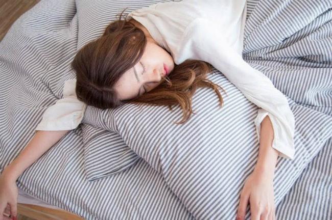 Hậu quả nghiêm trọng của việc hôm nào cũng cố thức khuya hoặc không ngủ đủ giấc, ai biết rồi cũng giật mình thấy sợ - Ảnh 3.