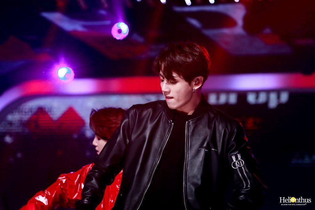 Em út BTS xưng danh gương mặt đẹp trai thứ 2 thế giới: Cực phẩm, được Billboard gọi tên vì body như thần điêu khắc - Ảnh 19.