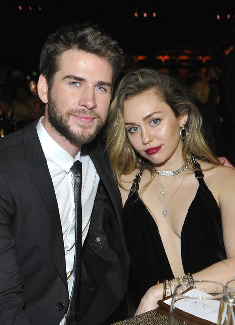 Marriage is an important thing in life, especially Liam and Miley married just because ... improvisation - Photo 1.