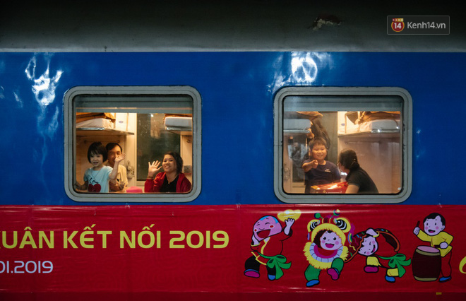 Smiles at the Saigon station on Tet: return after more than 19 years and three places of origin - Photo 10.