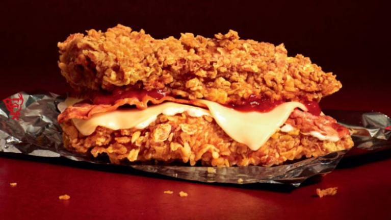 KFC ra mắt loại sandwich mới kẹp toàn gà rán và bim bim Cheetos - Ảnh 1.