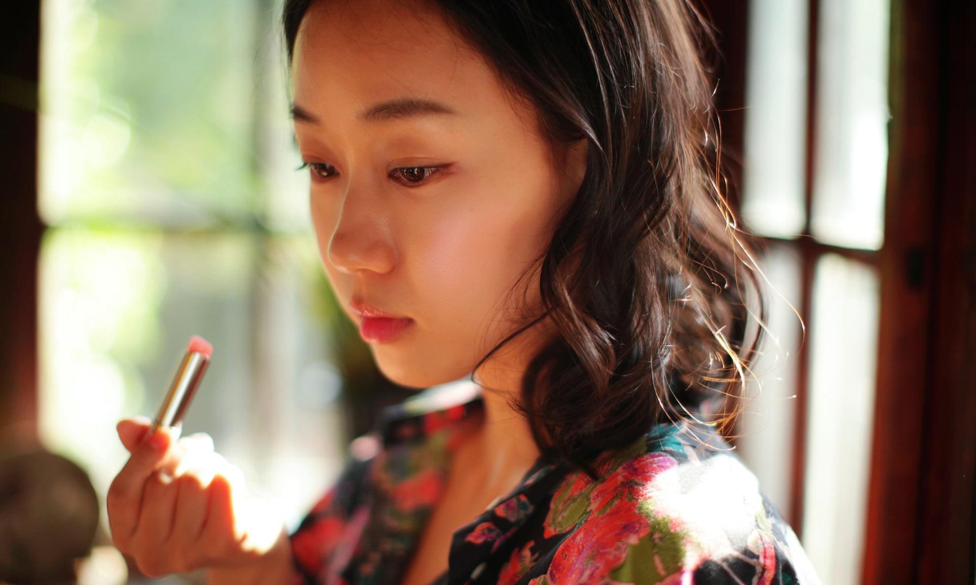 """""""Escape the corset"""": Khi phụ nữ Hàn Quốc thoát khỏi nỗi ám ảnh về cái đẹp hoàn mỹ đến từ mỹ phẩm và dao kéo - Ảnh 6."""