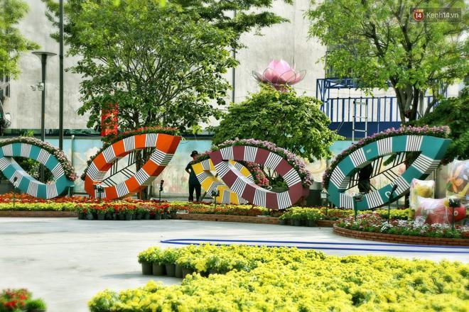 Cận cảnh đường hoa Nguyễn Huệ ở Sài Gòn trước giờ khai mạc đón Tết Kỷ Hợi 2019 - Ảnh 5.