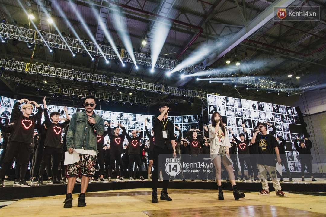 Song Luân, Han Sara, Hiền Hồ tích cực tập luyện cho loạt ca khúc chủ đề được dàn dựng hoành tráng tại Gala WeChoice Awards 2018 - Ảnh 5.