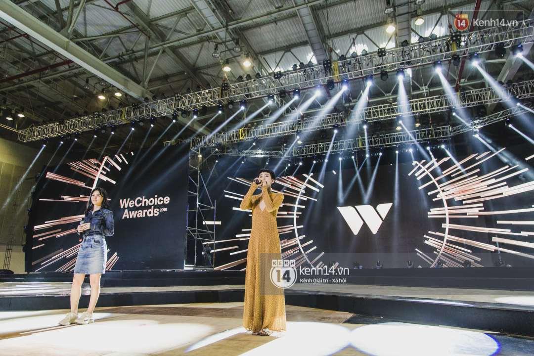 Song Luân, Han Sara, Hiền Hồ tích cực tập luyện cho loạt ca khúc chủ đề được dàn dựng hoành tráng tại Gala WeChoice Awards 2018 - Ảnh 2.