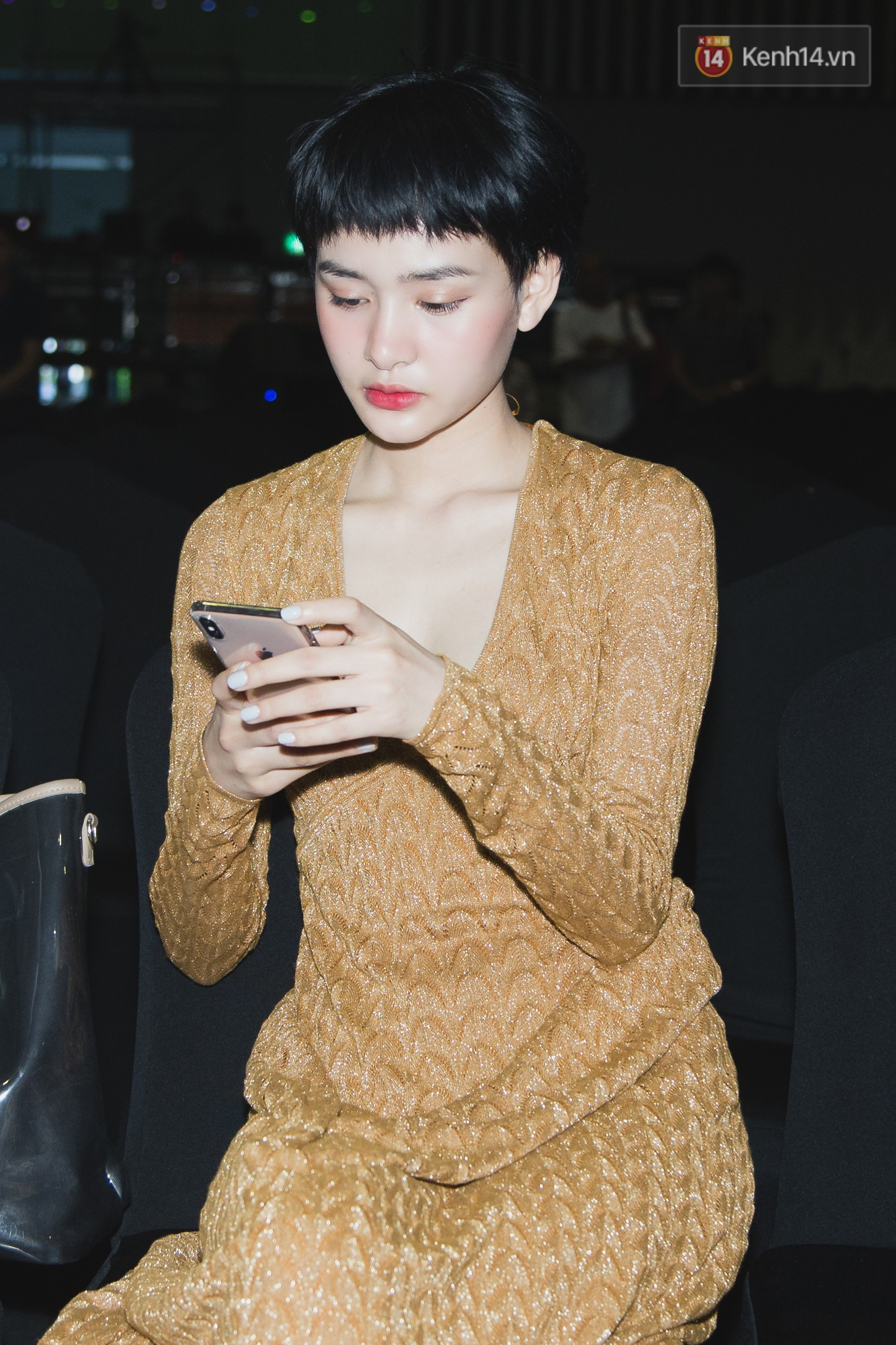 Bích Phương bất ngờ cool ngầu, trái ngược với Hiền Hồ sexy nữ tính trong buổi tổng duyệt WeChoice Awards 2018 - Ảnh 2.