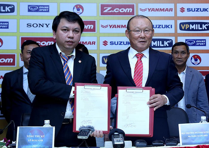 VFF không muốn mất 1 tỷ đồng tiền lương, HLV Park Hang-seo chỉ nên dẫn dắt ĐTQG hoặc U23 Việt Nam - Ảnh 1.