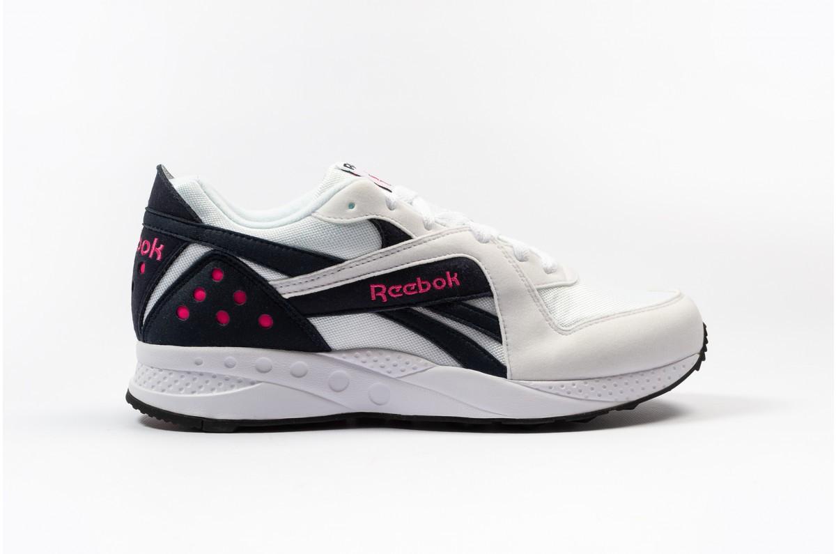 Mẫu giày được chắp vá nghệ thuật từ 9 đôi sneakers đình đám nhất năm 2018 - Ảnh 6.
