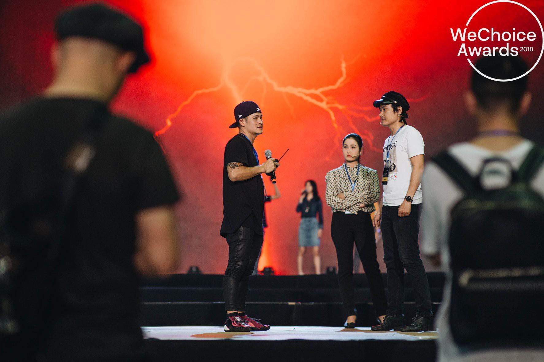 Trước giờ G, ngắm loạt khoảnh khắc đầy cảm xúc của dàn nghệ sĩ tại buổi tổng duyệt Gala Wechoice Awards 2018 - Ảnh 1.