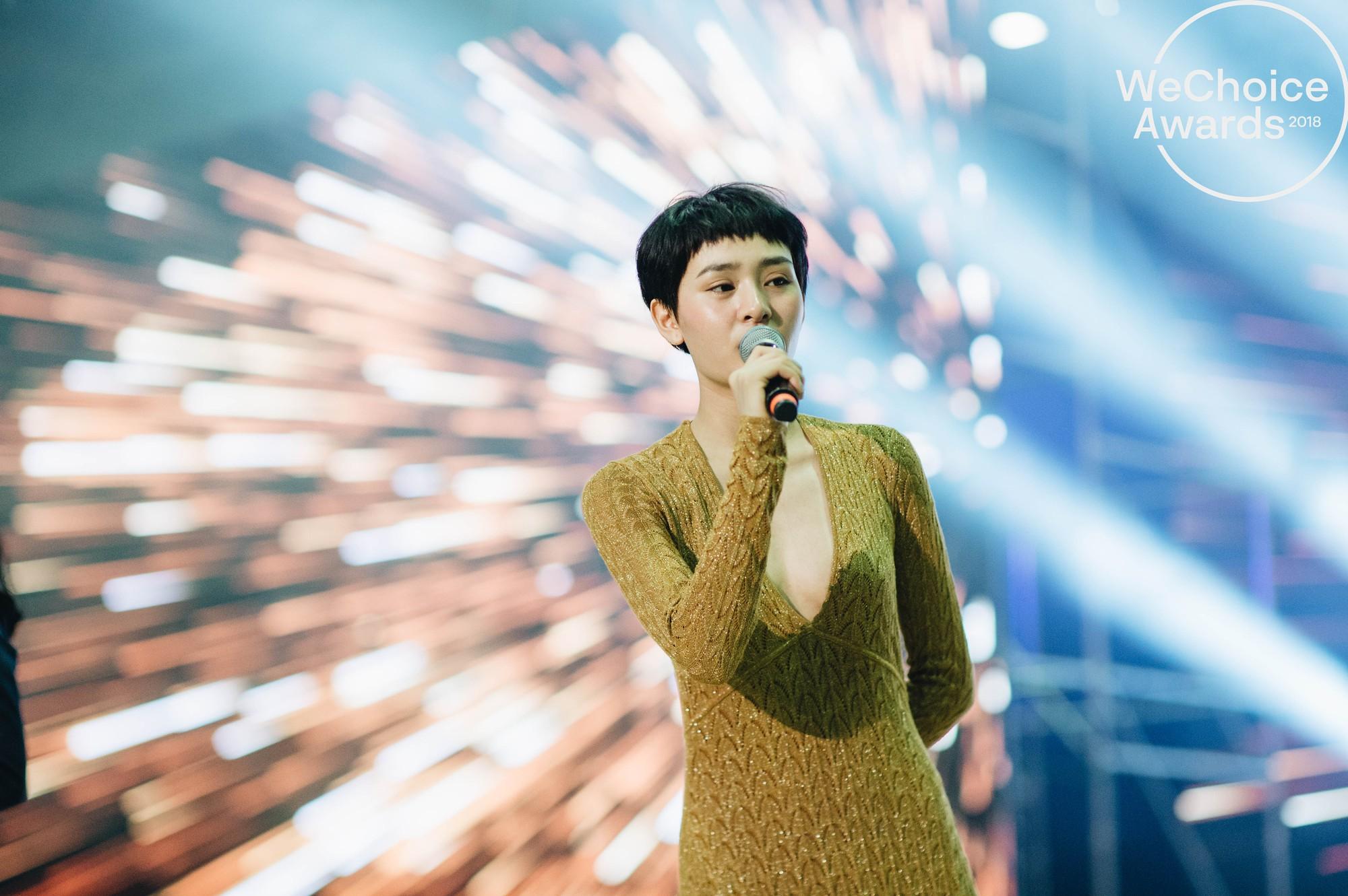 Trước giờ G, ngắm loạt khoảnh khắc đầy cảm xúc của dàn nghệ sĩ tại buổi tổng duyệt Gala Wechoice Awards 2018 - Ảnh 12.