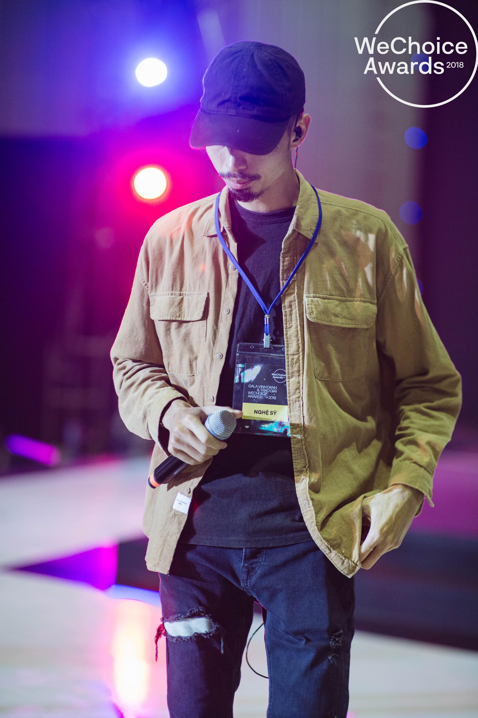 Trước giờ G, ngắm loạt khoảnh khắc đầy cảm xúc của dàn nghệ sĩ tại buổi tổng duyệt Gala Wechoice Awards 2018 - Ảnh 6.