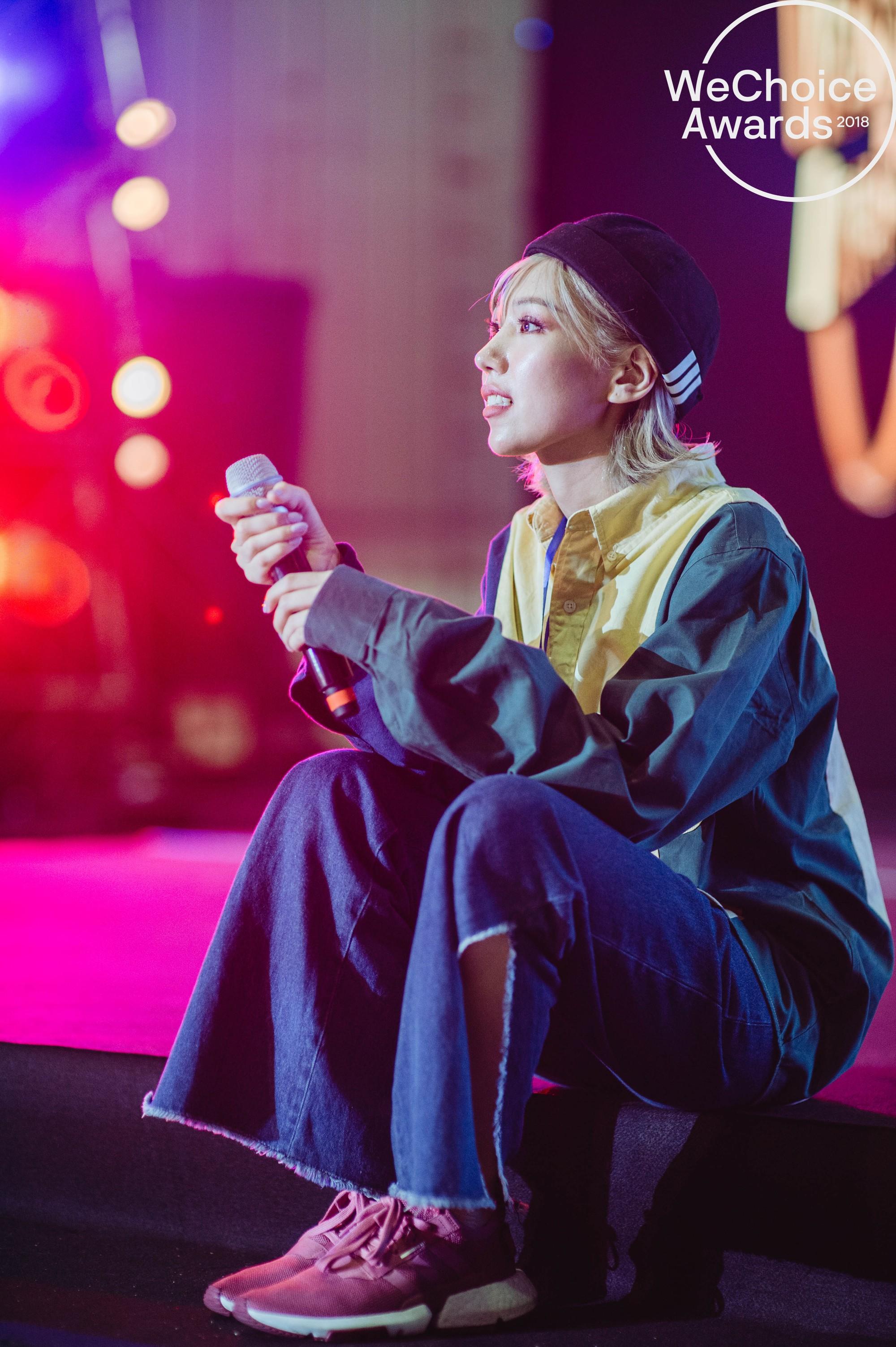 Trước giờ G, ngắm loạt khoảnh khắc đầy cảm xúc của dàn nghệ sĩ tại buổi tổng duyệt Gala Wechoice Awards 2018 - Ảnh 3.
