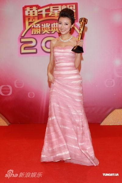 Á hậu Hong Kong từng mất sự nghiệp vì clip sex nay hạnh phúc thông báo chuẩn bị lên xe hoa - Ảnh 4.