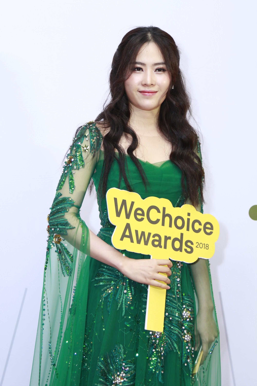 Quyết phục thù với gam màu này tại WeChoice Awards, Nam Em nhận cái kết bất ngờ - Ảnh 2.