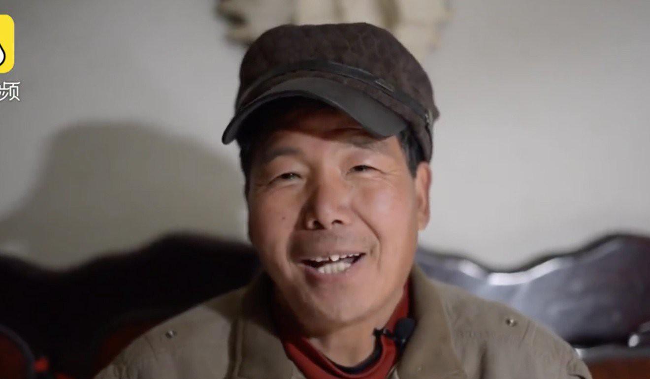Ông chú Trung Quốc huấn luyện được đội gia súc chuyên diễn trò, có hẳn 1 con lợn làm taxi riêng cho mẹ - Ảnh 2.