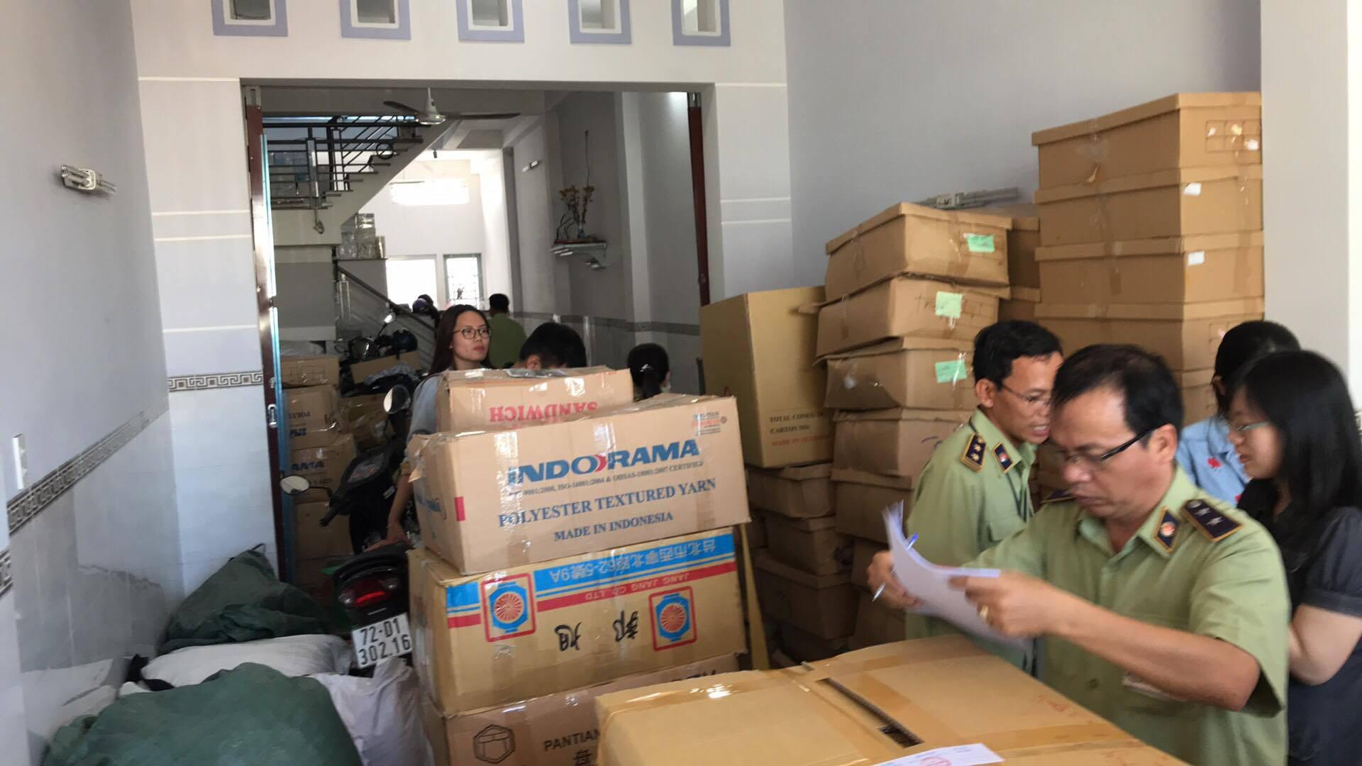 Phát hiện 300.000 bao cao su, gel bôi trơn hiệu Durex, OK,... nghi bị làm giả ở Sài Gòn - Ảnh 1.