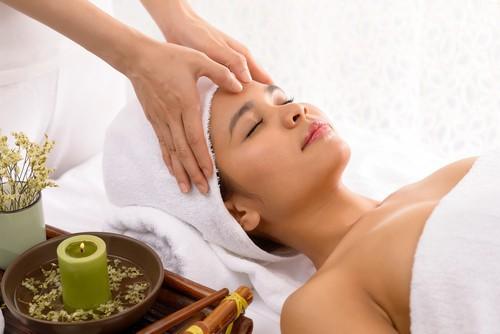 Đây là kỹ thuật massage 1 phút tuyệt vời của Nhật Bản giúp cho đôi mắt của bạn trông trẻ hơn vài tuổi - Ảnh 2.