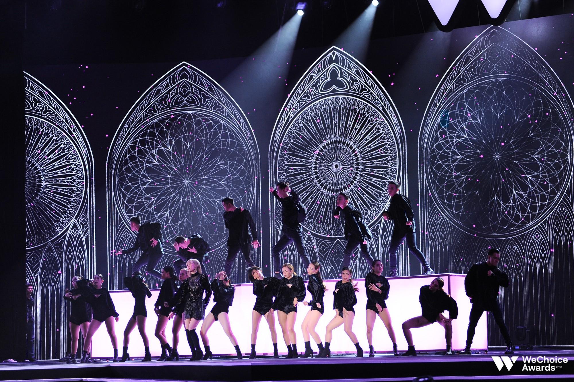 Sân khấu Gala Wechoice Awards 2018: Không chỉ đã tai, đẹp mắt mà còn đầy nghệ thuật và truyền cảm hứng sống - Ảnh 2.