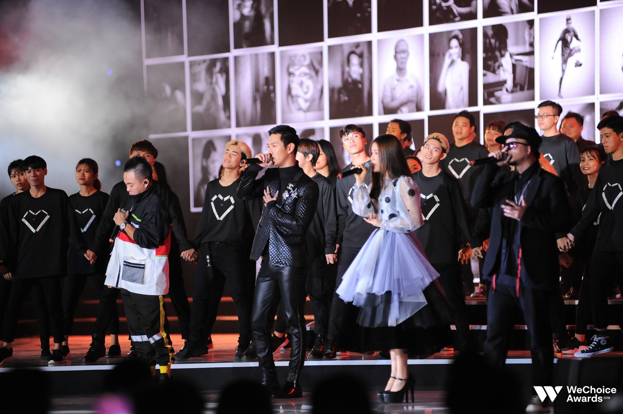 Nghe trọn vẹn thông điệp Mặt trời ẩn trong tim bằng âm nhạc đầy cảm xúc trên sân khấu Gala WeChoice Awards 2018 - Ảnh 2.
