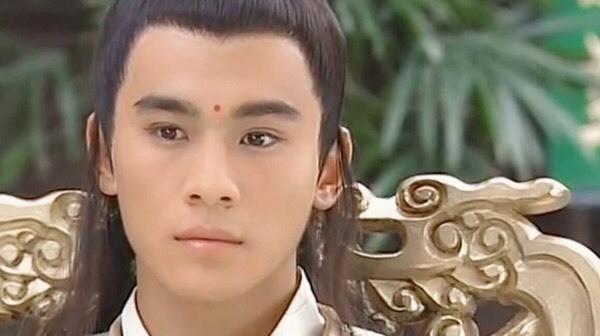 Tài sắc có đủ nhưng fan 4 diễn viên Hoa ngữ này đang kêu trời khi mãi mà thần tượng mình vẫn chờ thời - Ảnh 14.