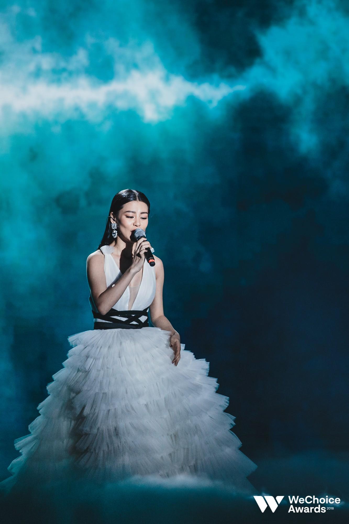 Nổi da gà với màn tái hiện nhạc phim Song Lang và Người Bất Tử đầy cảm xúc trên sân khấu Gala WeChoice Awards 2018 - Ảnh 5.