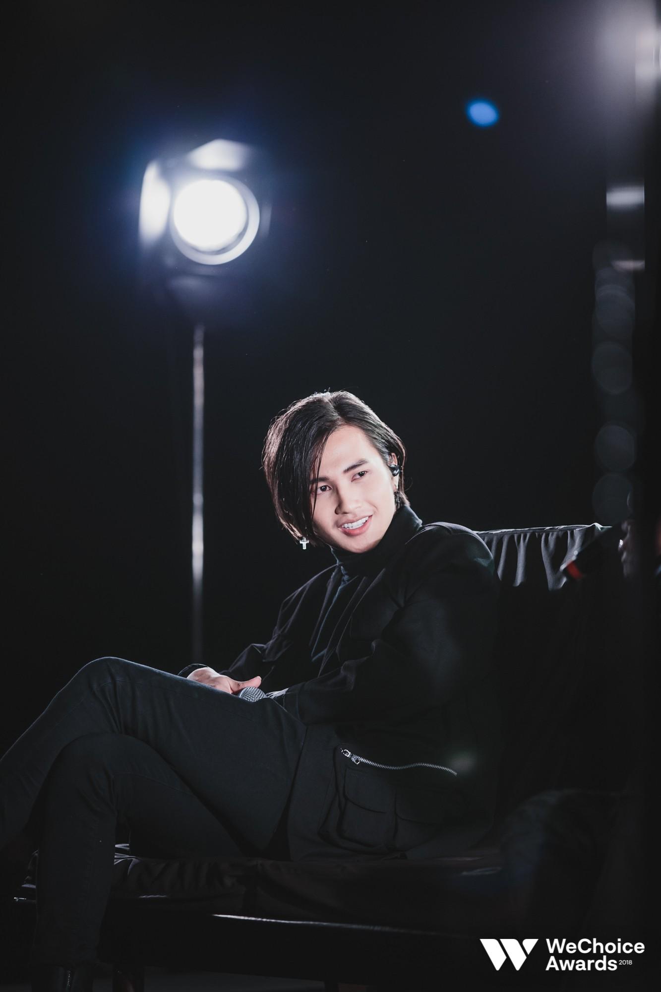 Nguyễn Trọng Tài đẹp trai hút hồn, mang HongKong 1 mash-up với hiện tượng Cô Gái M52 tại Gala WeChoice Awards 2018 - Ảnh 3.