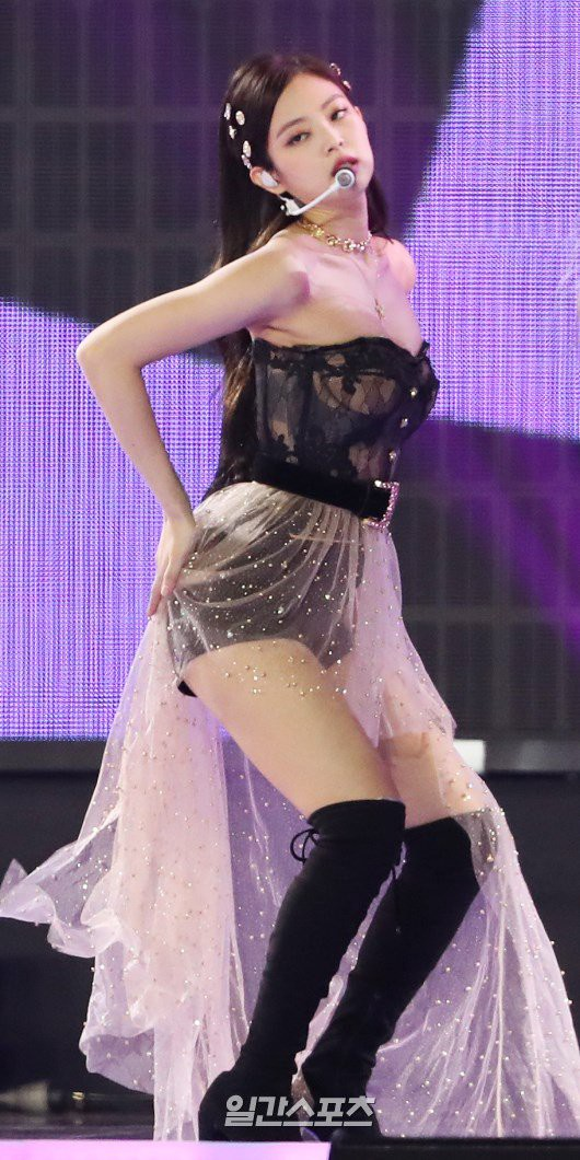 Vừa có sân khấu trở lại đầu tiên tại GDA 2019 sau scandal hẹn hò, thái độ của Jennie khiến nhiều người chú ý - Ảnh 4.