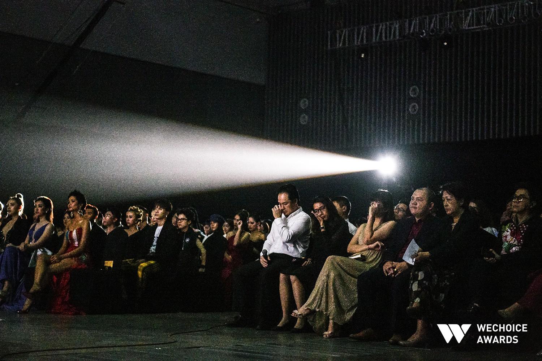 Nghẹn ngào xem tiết mục múa tái hiện câu chuyện về thiên sứ Hải An tại Gala WeChoice Awards 2018 - Ảnh 4.