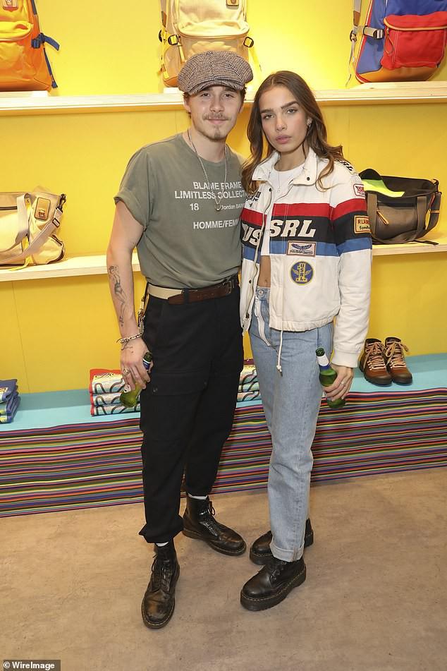 Khoe bạn gái mới tại sự kiện, nhưng Brooklyn Beckham lại gây chú ý vì ngoại hình như ông chú trung niên - Ảnh 1.