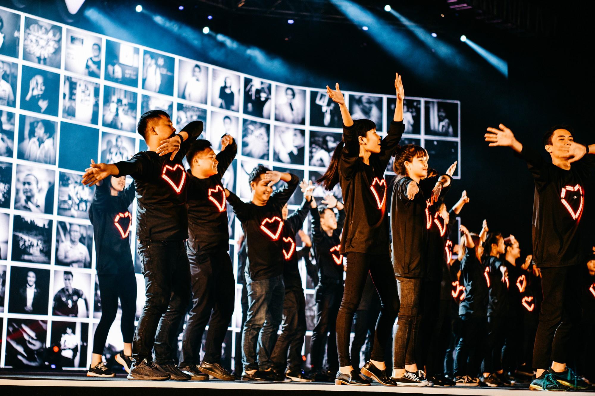 Nghe trọn vẹn thông điệp Mặt trời ẩn trong tim bằng âm nhạc đầy cảm xúc trên sân khấu Gala WeChoice Awards 2018 - Ảnh 5.