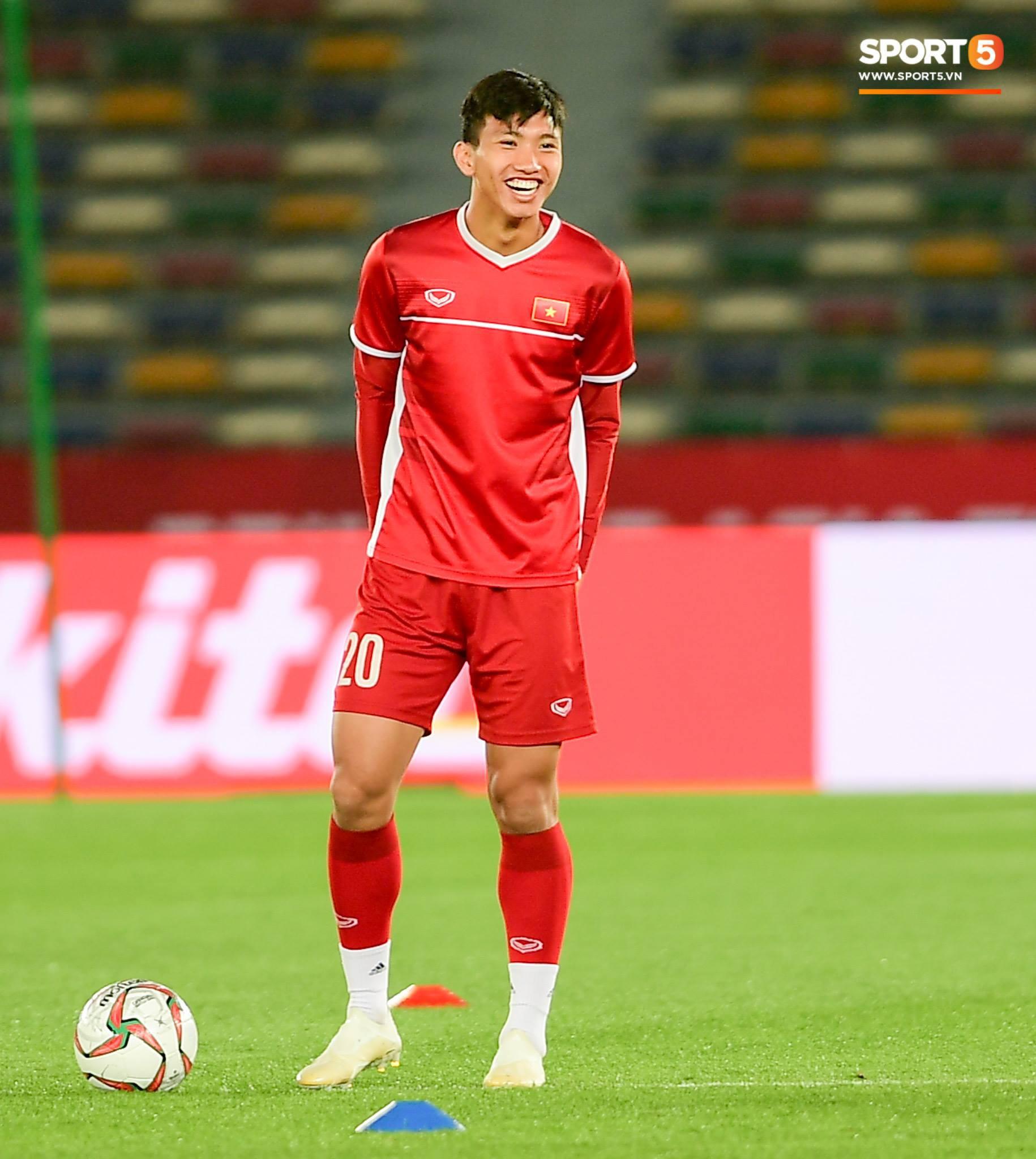 Công Phượng, Văn Hậu cười tít mắt trên sân đấu đẹp như mơ tại UAE - Ảnh 5.