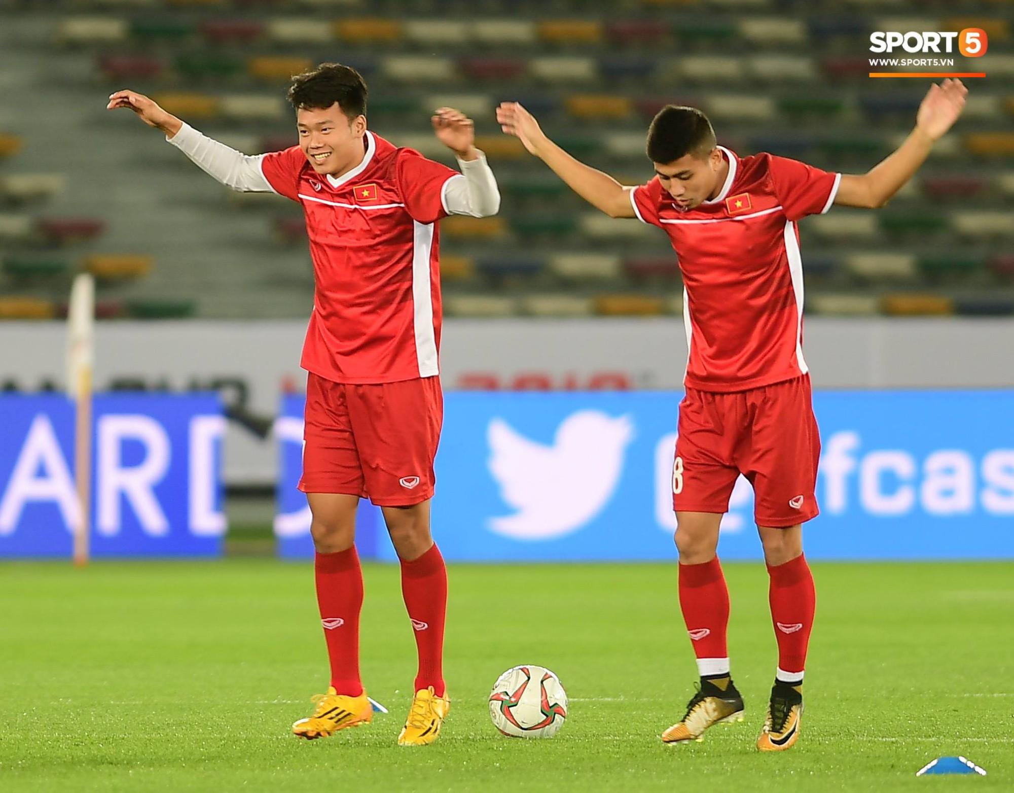 Công Phượng, Văn Hậu cười tít mắt trên sân đấu đẹp như mơ tại UAE - Ảnh 7.