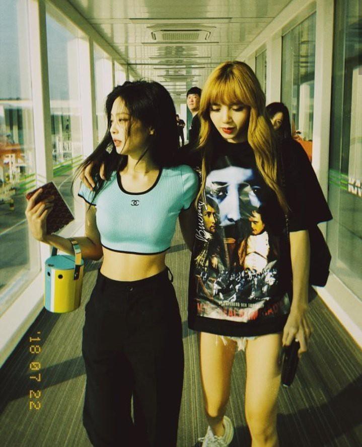 """Jennie và Lisa chung khung hình: mỹ nhân được o bế vẫn không cá tính, thần thái bằng """"búp bê Thái""""? - Ảnh 13."""