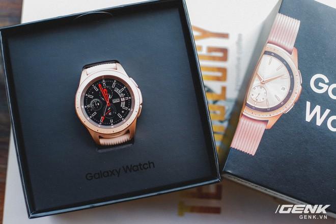 Cận cảnh Samsung Galaxy Watch chính thức tại Việt Nam: Kiểu dáng thanh lịch, màu sắc thời trang giá 7 triệu đồng - Ảnh 2.