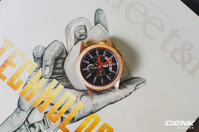 Cận cảnh Samsung Galaxy Watch chính thức tại Việt Nam: Kiểu dáng thanh lịch, màu sắc thời trang giá 7 triệu đồng - Ảnh 3.
