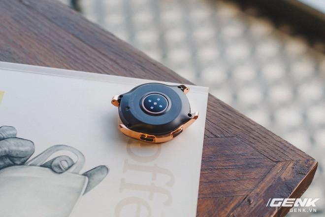 Cận cảnh Samsung Galaxy Watch chính thức tại Việt Nam: Kiểu dáng thanh lịch, màu sắc thời trang giá 7 triệu đồng - Ảnh 13.