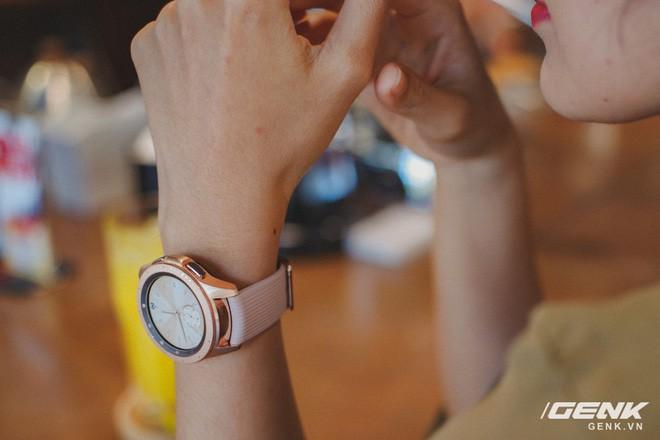 Cận cảnh Samsung Galaxy Watch chính thức tại Việt Nam: Kiểu dáng thanh lịch, màu sắc thời trang giá 7 triệu đồng - Ảnh 16.