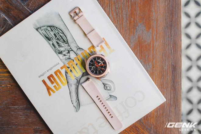 Cận cảnh Samsung Galaxy Watch chính thức tại Việt Nam: Kiểu dáng thanh lịch, màu sắc thời trang giá 7 triệu đồng - Ảnh 17.