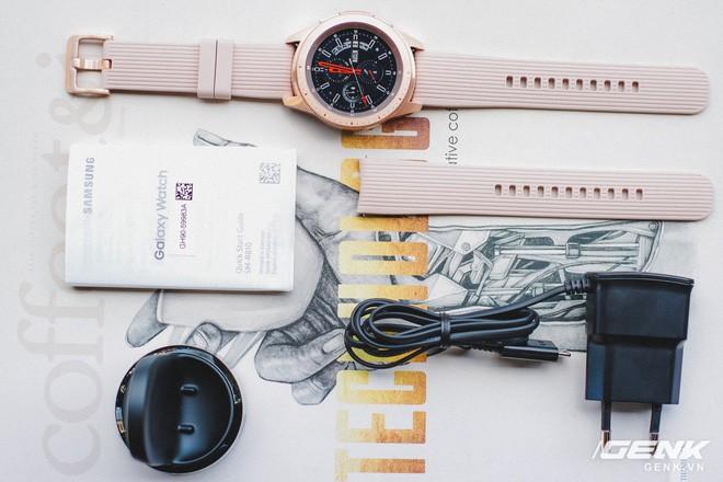 Cận cảnh Samsung Galaxy Watch chính thức tại Việt Nam: Kiểu dáng thanh lịch, màu sắc thời trang giá 7 triệu đồng - Ảnh 4.
