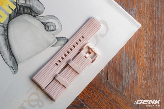 Cận cảnh Samsung Galaxy Watch chính thức tại Việt Nam: Kiểu dáng thanh lịch, màu sắc thời trang giá 7 triệu đồng - Ảnh 5.