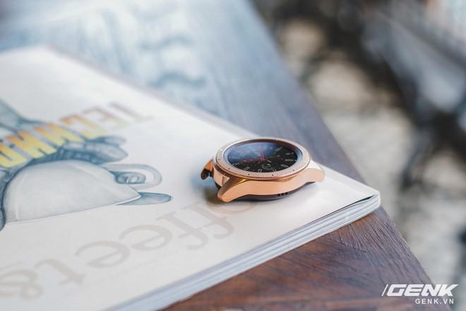 Cận cảnh Samsung Galaxy Watch chính thức tại Việt Nam: Kiểu dáng thanh lịch, màu sắc thời trang giá 7 triệu đồng - Ảnh 9.