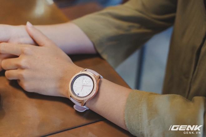 Cận cảnh Samsung Galaxy Watch chính thức tại Việt Nam: Kiểu dáng thanh lịch, màu sắc thời trang giá 7 triệu đồng - Ảnh 11.