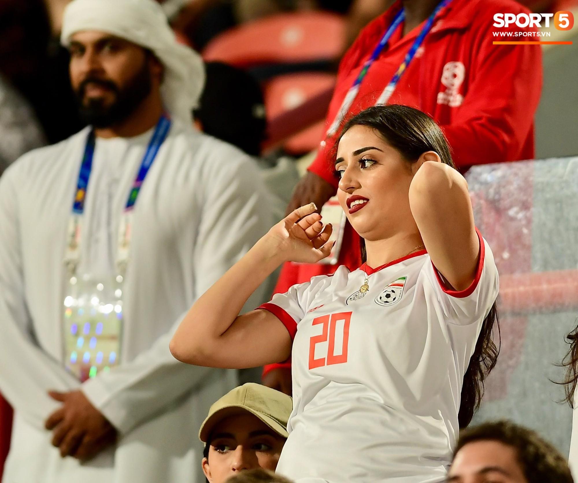 Ngất ngây với vẻ đẹp của fangirl Iran trong ngày đội nhà giành chiến thắng đậm trước Yemen - Ảnh 1.