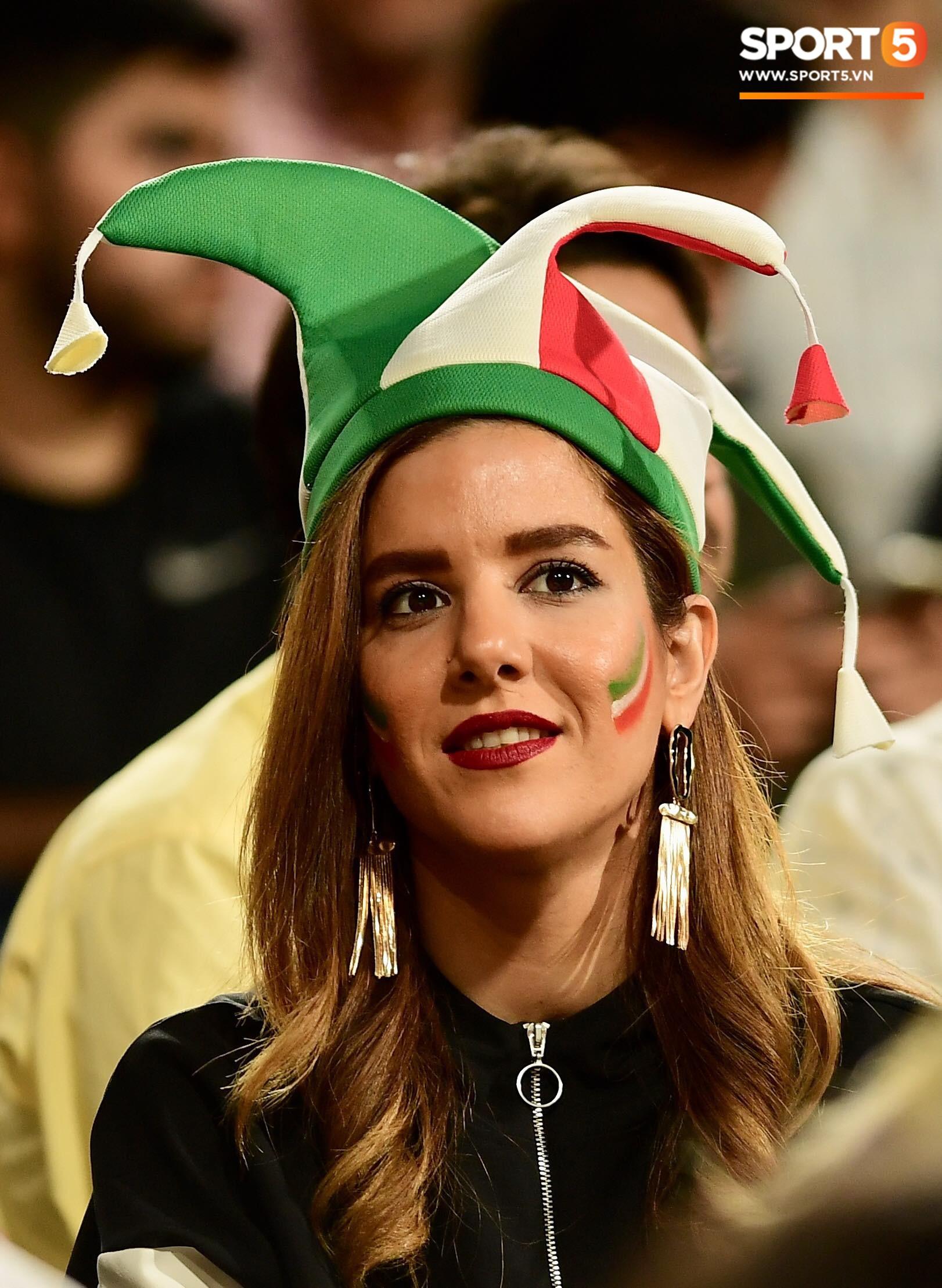 Ngất ngây với vẻ đẹp của fangirl Iran trong ngày đội nhà giành chiến thắng đậm trước Yemen - Ảnh 6.