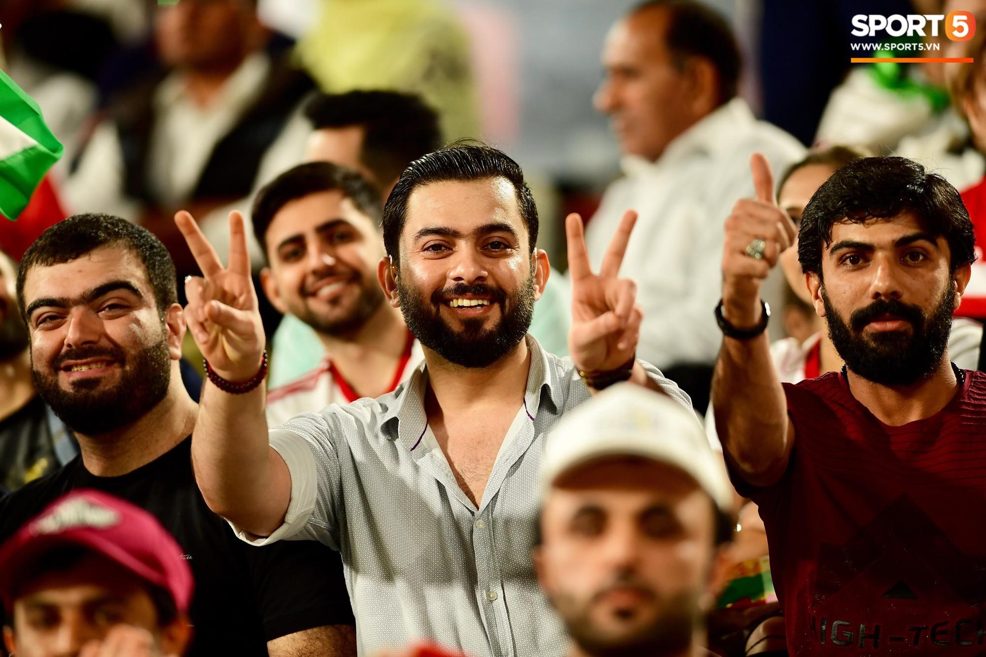 Ngất ngây với vẻ đẹp của fangirl Iran trong ngày đội nhà giành chiến thắng đậm trước Yemen - Ảnh 8.