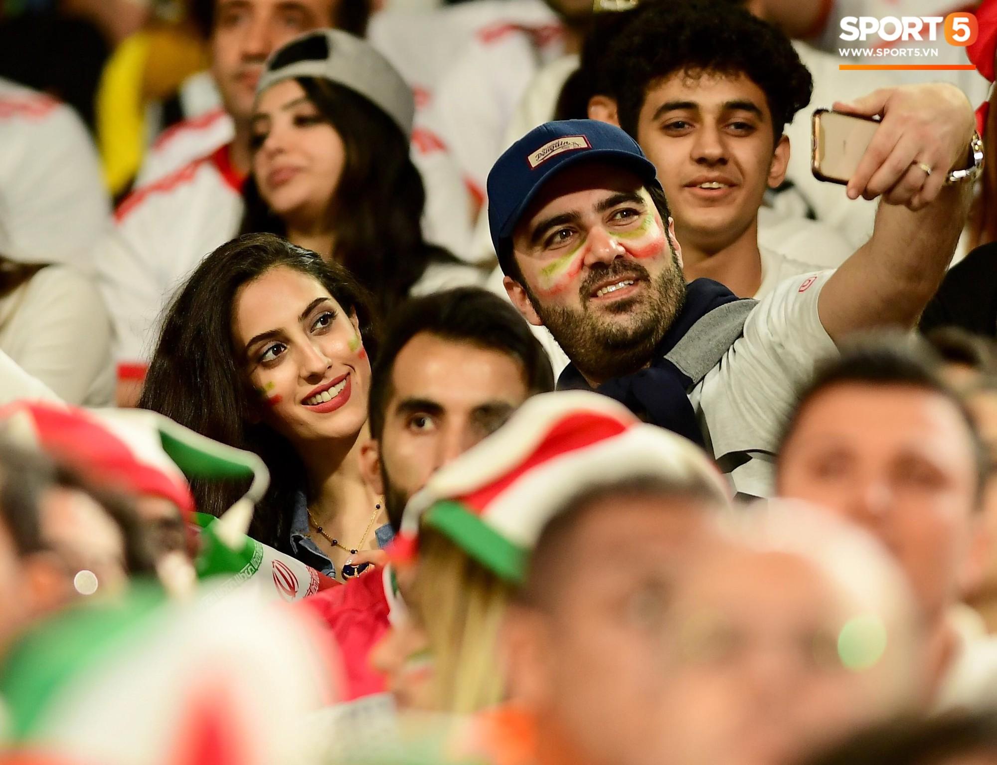 Ngất ngây với vẻ đẹp của fangirl Iran trong ngày đội nhà giành chiến thắng đậm trước Yemen - Ảnh 3.